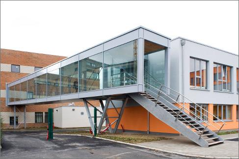 25 m freigespannte Stahlbau-Fußgängerbrücke Alho Systembau Belgien